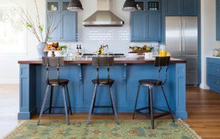Барный стол для кухни: идеальное совмещение рабочей и обеденной зоны