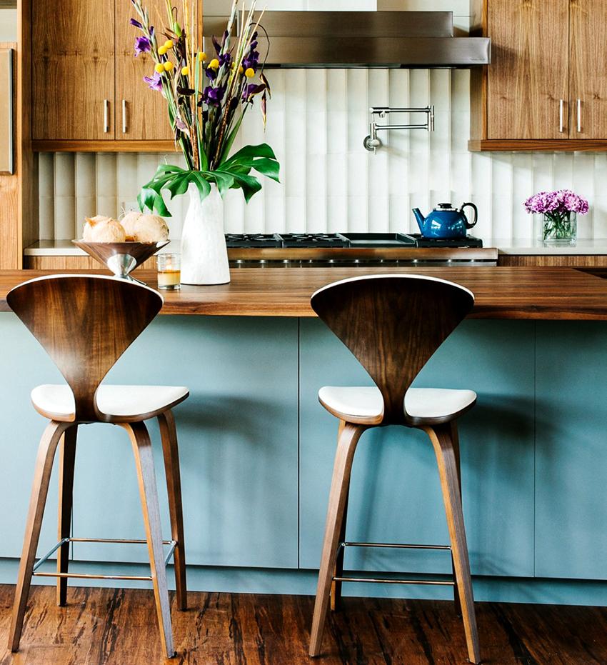 Для отдельно стоящих столов стандартная высота составляет 110-120 см