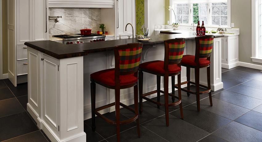 По типу конструкции барные стулья делятся на табуреты, полукресла и стандартные модели