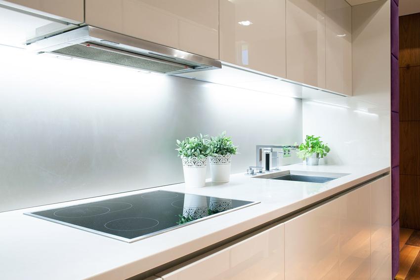 Электрическая плита сначала нагревается сама и только потом передает тепло посуде