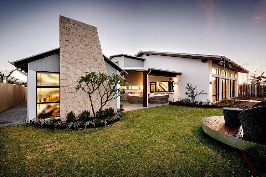 """Основные виды материалов, используемые при оформлении фасадов домов в стиле """"лофт"""" - это кирпич, бетон, штукатурка, фасадные панели и рейки"""