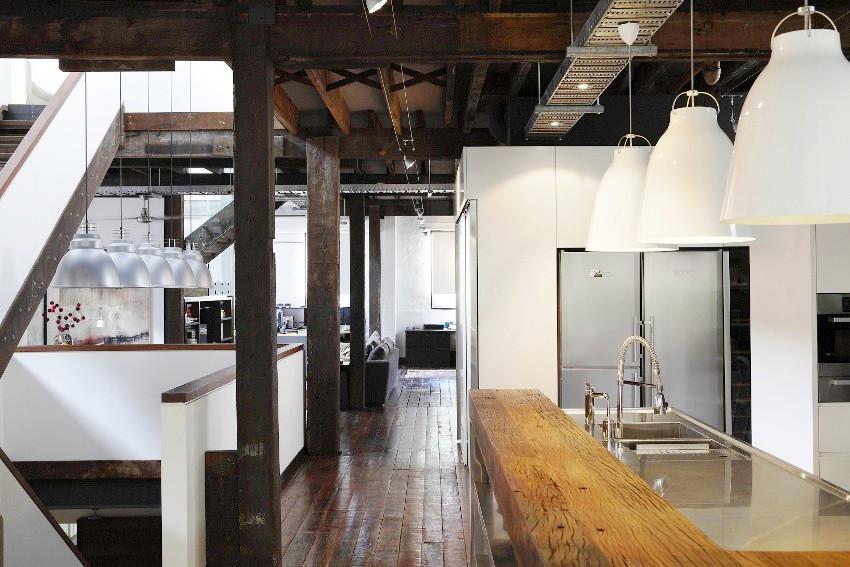 В наружном оформлении здания из дерева в стиле лофт должно просматриваться стремление к имитации промышленного объекта