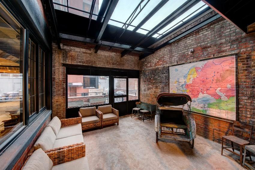 Дом в стиле лофт - это площадка для смелых экспериментов и необычных дизайнерских решений
