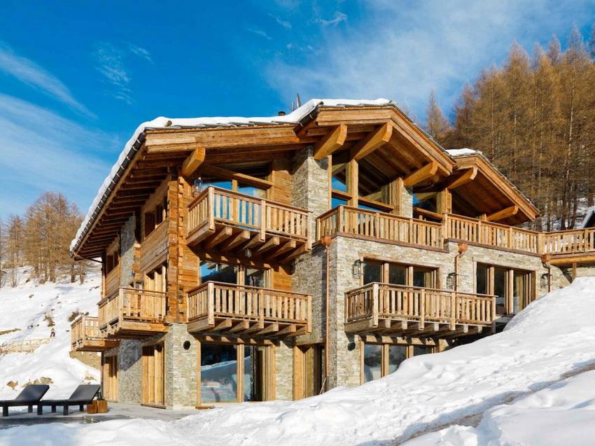 Дома в стиле шале выполняют исключительно из натуральных материалов: дерева и камня