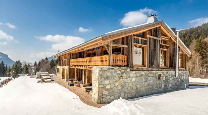 В современных постройках натуральный камень могут заменять на кирпич, бетон или отделку - это удешевляет постройку и позволяет сэкономить