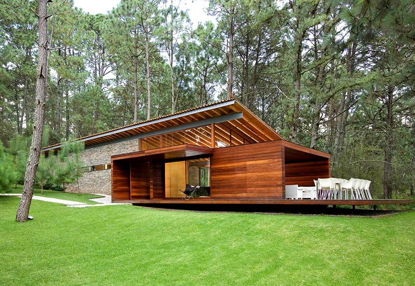 Современные дома из бруса отличаются минимализмом и простой формой