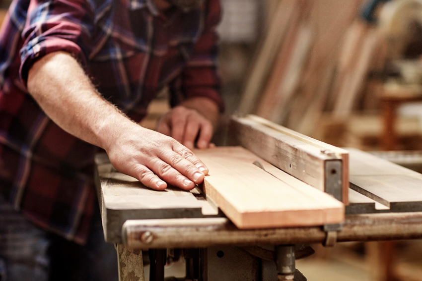 Для сборки двухэтажной кровати из дерева нужно заранее изготовить материалы