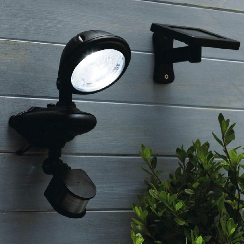 Фотореле с датчик движения устанавливают там, где освещение требуется только во время пребывания человека