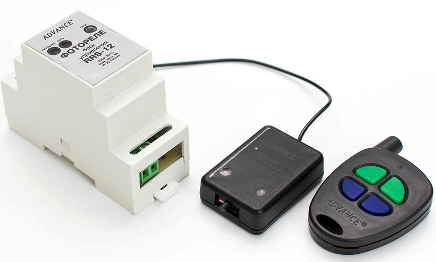 Основной блок и выносной датчик фотореле для уличного освещения