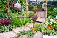 Гармоничное сочетание всех элементов декора и растительности - главный признак удачного оформления участка