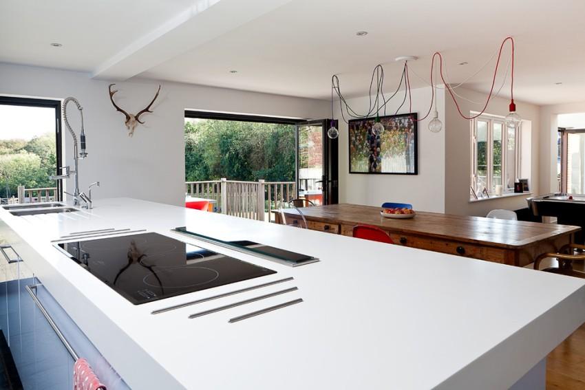 Индукционная поверхность по габаритам обязательно должна вписываться в кухонный гарнитур