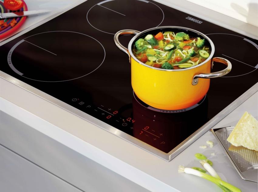 Основным минусом индукционной плиты считается высокая стоимость изделия