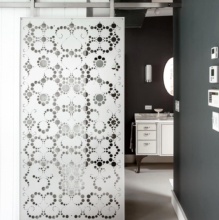 При изготовлении дверей используют триплекс, матолюкс и каленое стекло