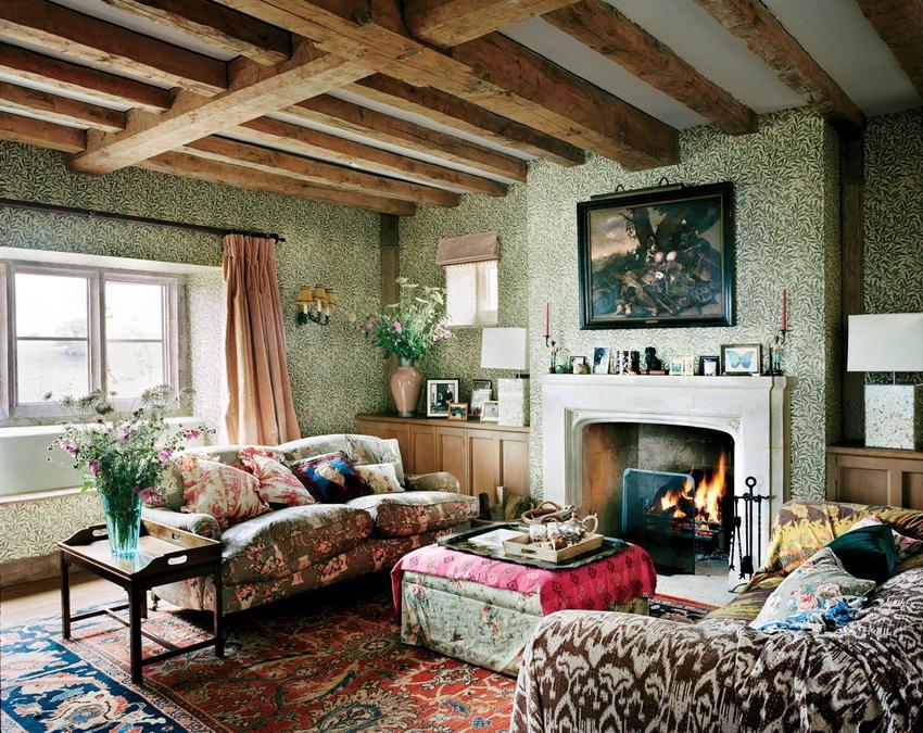 Часто в декорировании комнат коттеджа используют природные материалы и ткани