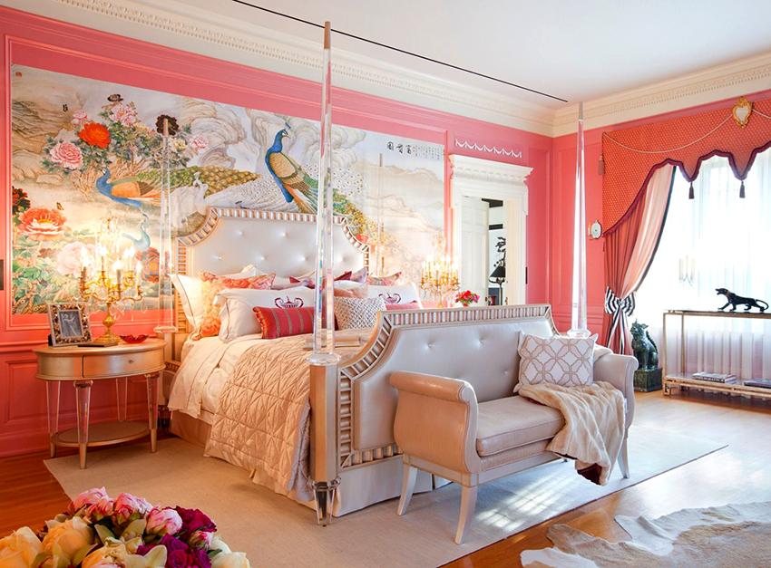 Если размеры спальни позволяют – можно приобрести большую шикарную кровать
