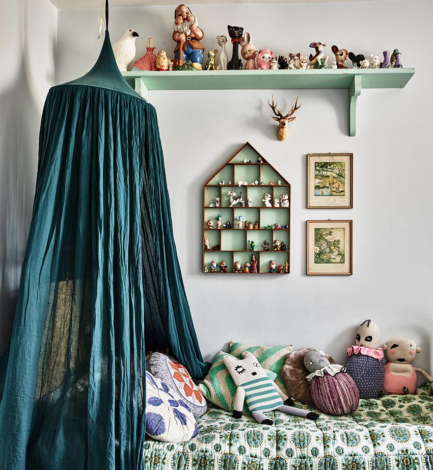 Любая маленькая девочка придет в восторг от кроватки с балдахином