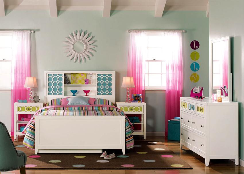 Кровать для девочки-подростка должна гармонировать с остальной мебелью в спальне