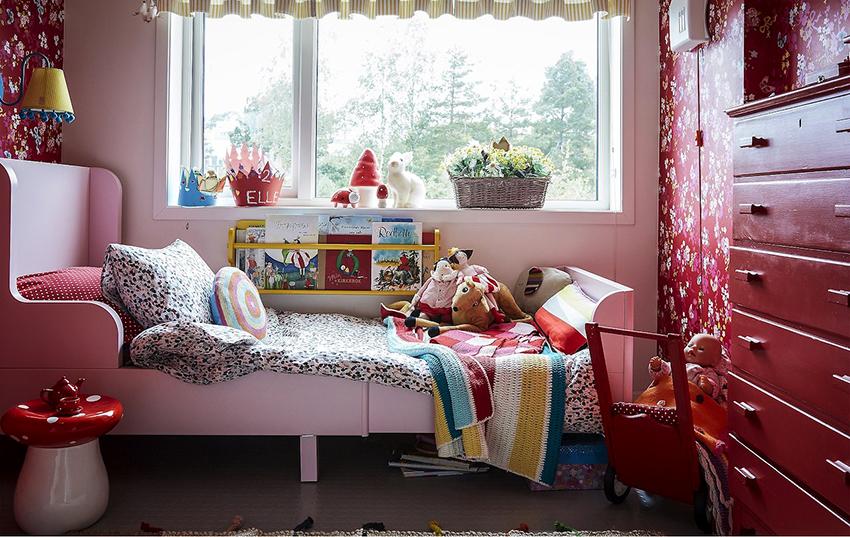 Дизайн и цвет кровати должен вписываться в общий интерьер спальни для девочки
