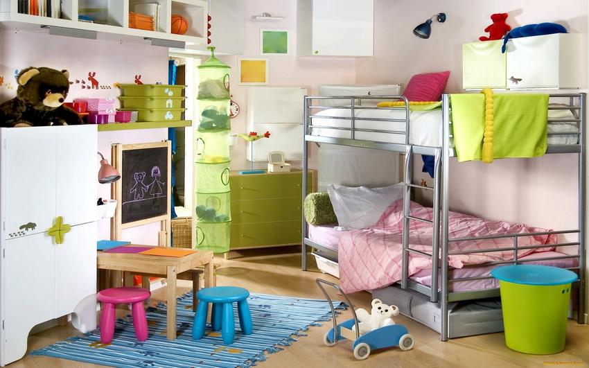 Большинство моделей двухуровневых кроватей оснащены бортиками безопасности на втором этаже