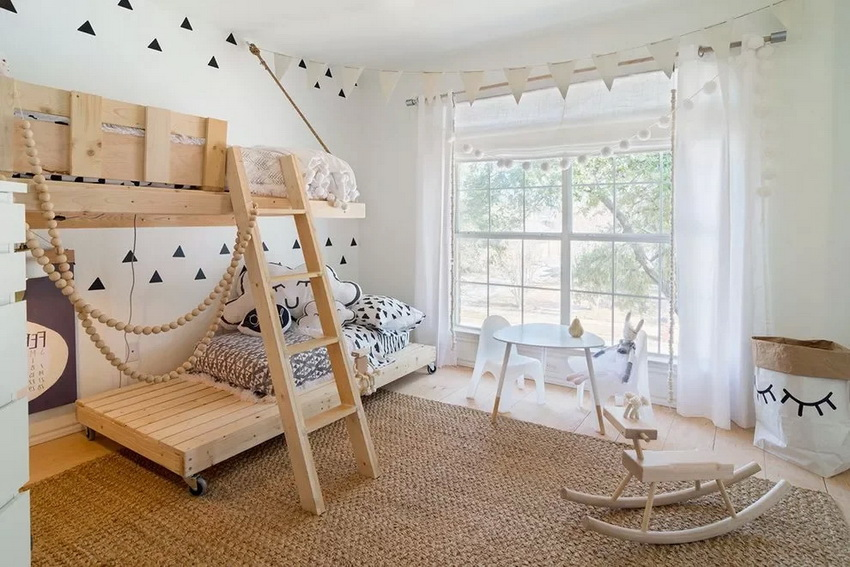 Wood remains the most popular material for making baby beds because of its environmental friendliness.