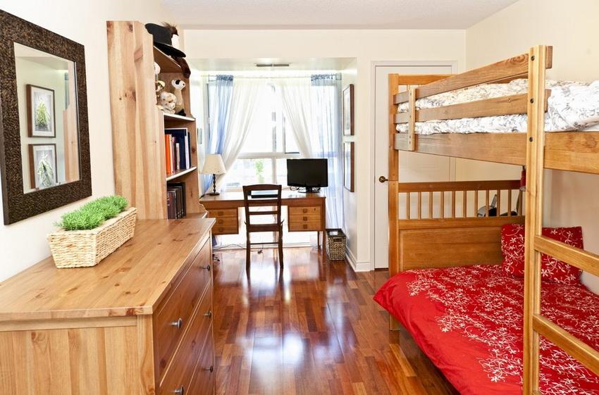 Двухъярусная кровать - отличный вариант для детей любой возрастной категории