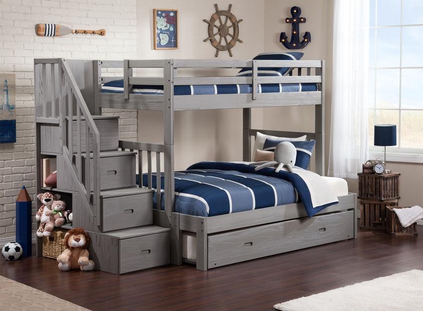 Детское спальное место легко содержать в порядке, если хранить вещи в специально предназначенных ящиках