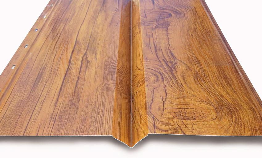 Важной особенностью металлического сайдинга является защитное полимерное покрытие, которое практически полностью устраняет возможный вред для поверхности материала