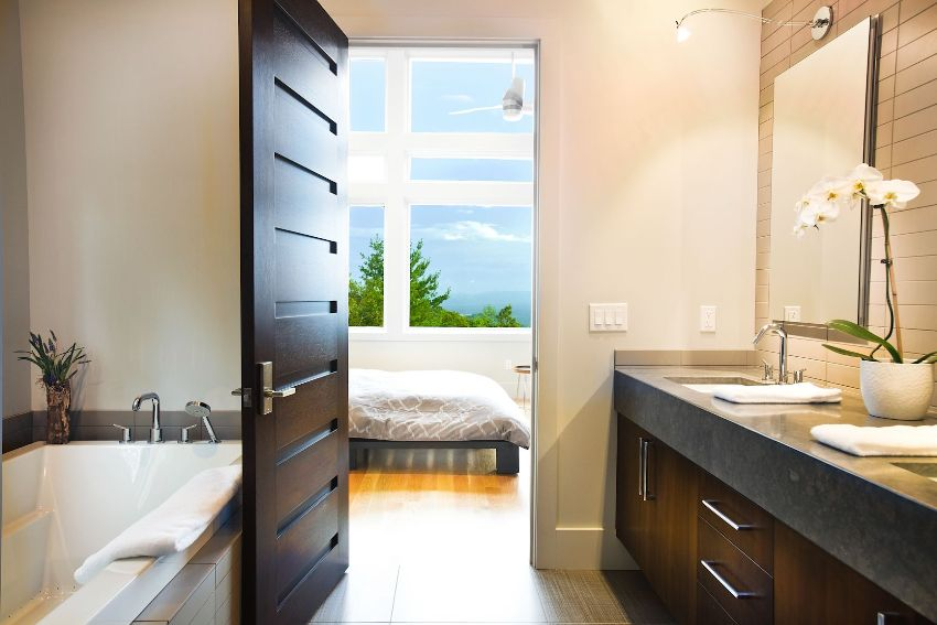 Царговые двери - это конструкция, которая представляет из себя наличие горизонтальных и вертикальных планок (царг), образующих рамочный каркас