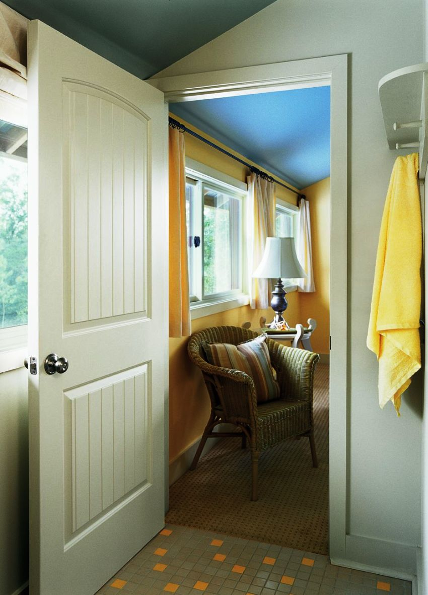 Царговые двери схожи с филенчатыми, но являются более прочным и долговечным за счет большей толщины вставок