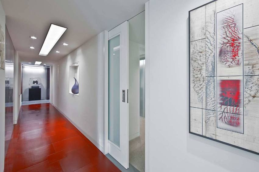 Пластиковые дверные полотна характеризуются устойчивостью к внешним факторам и механическим воздействиям