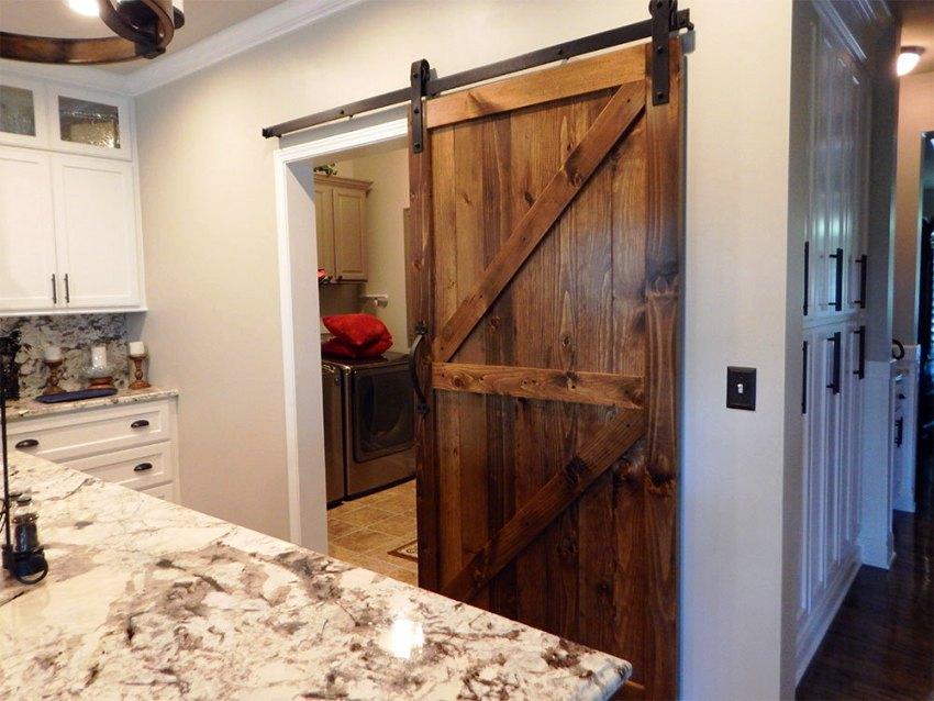 Клеевые конструкции дверей состоят из отдельных элементов, которые склеиваются между собой методом сильного их сжатия