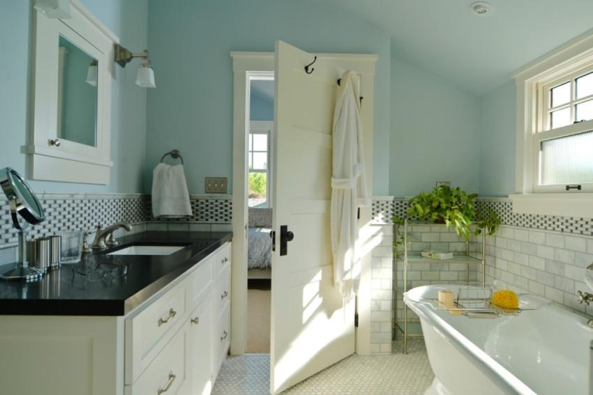 Сочетание светлого пола и белых дверей в интерьере помещения будет выглядеть наиболее гармонично