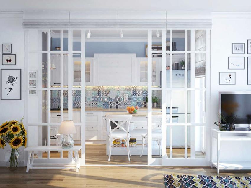 Современные технологии позволяют безопасно использовать стеклянные двери, так как благодаря закалке стекло становится намного прочнее