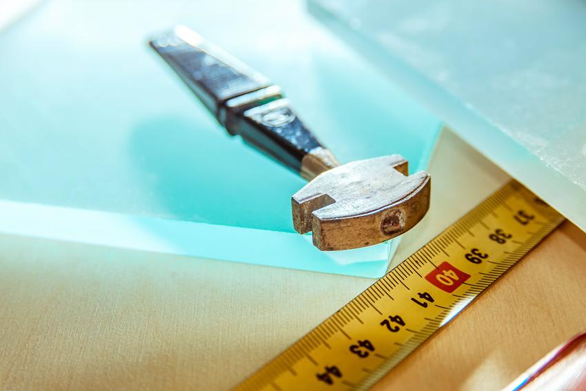 Важно, чтобы стеклянная вставка была меньше размеров секции на 1,5-2 мм со всех сторон