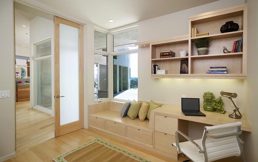 Важными факторами при выборе межкомнатных дверей со стеклом являются звукоизоляционное свойство и легкость ухода