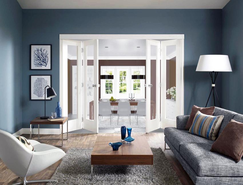 Складные двери со стеклом выглядят интересно и оригинально, но механизм открывания довольно часто ломается