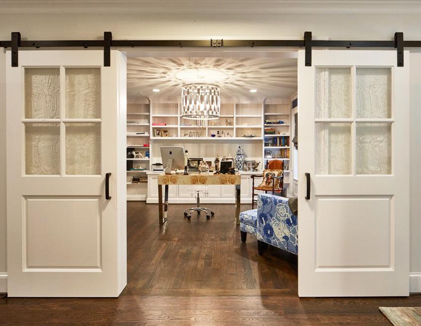 Межкомнатные двери со стеклом классифицируются по способу изготовления, материалу и виду покрытия