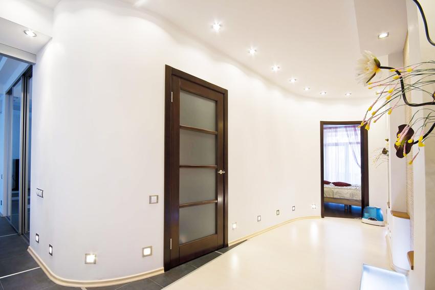Благодаря шпону межкомнатные двери сохраняют присущий древесине рисунок