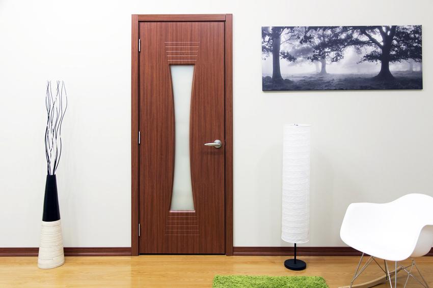 В отличие от дверей со шпоном конструкции, покрытые меламином, меньше подвержены воздействию влаги