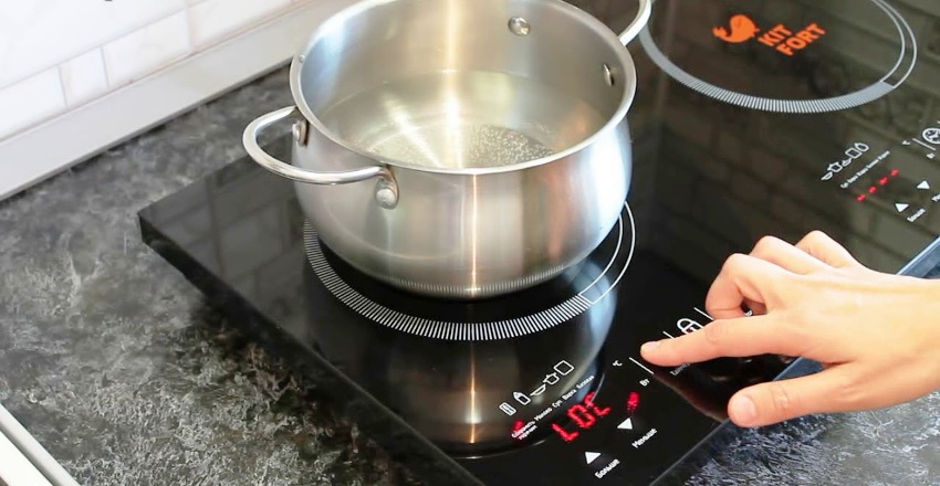Индукционная плита Kitfort KT-109, по мнению многих потребителей, является лучшей среди других аналогов