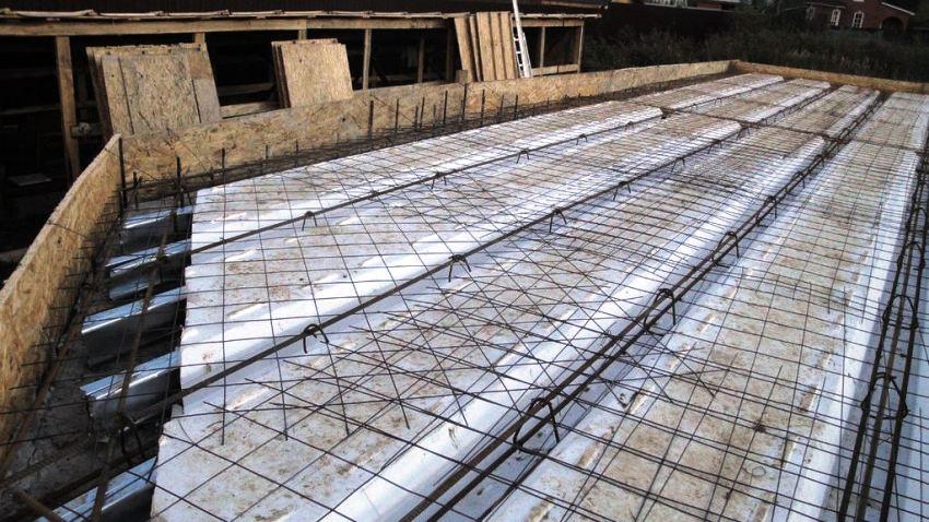 Любые проектные ошибки или же смещение блоков во время их укладки могут привести к обрушению конструкции