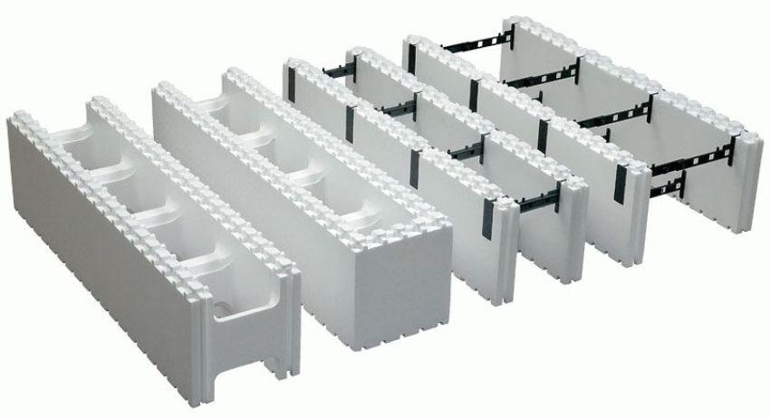 Блоки опалубка из пенополистирола очень лёгкие, поэтому строительство может вестись без применения тяжёлой техники