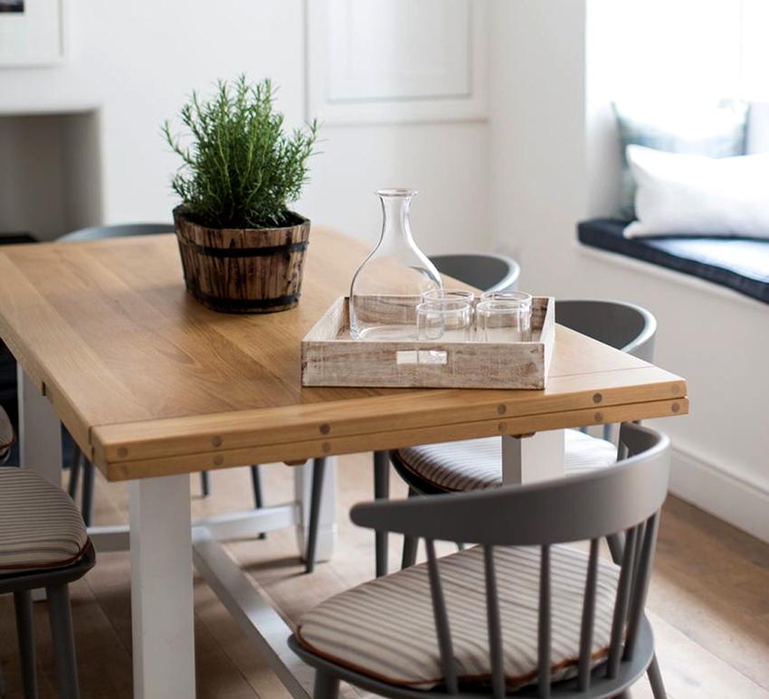 Для маленьких кухонь подходят столы-книжки, откидные или выдвижные модели