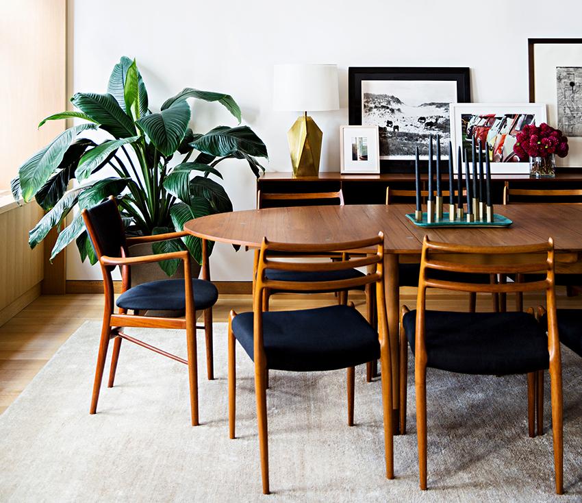 Самые популярные виды раздвижных столов – это встроенные, раскладные, откидные и стационарные конструкции