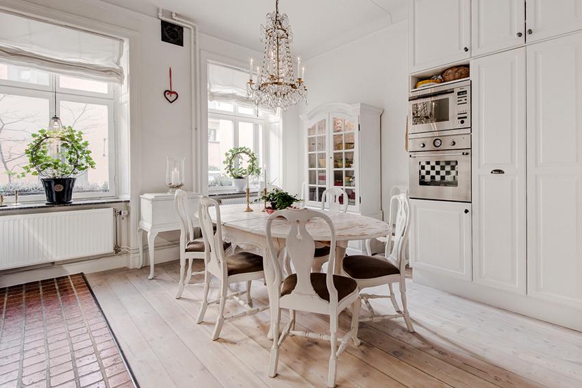 Раздвижные обеденные столы из камня выглядят презентабельно и элегантно