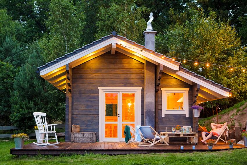 Чаще всего домики с небольшой площади используют в качестве летнего коттеджа для отдыха в условиях природы