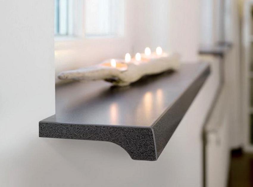 Если подоконник однотонный, то могут быть заметны царапины, поэтому лучше приобретать изделия с текстурированной или зернистой поверхностью