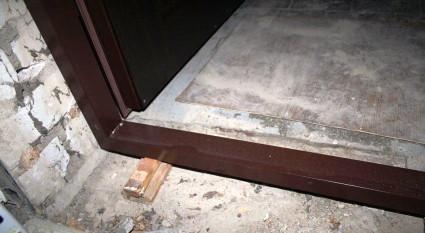 Чтобы устранить дефект лудки нужно под основание короба вставить распорочные клинья и укрепить конструкцию цементом