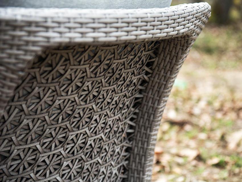 Одним из важных факторов при покупке мебели из искусственного ротанга является качество плетения: узор должен быть ровным и плотным, также не иметь повреждений
