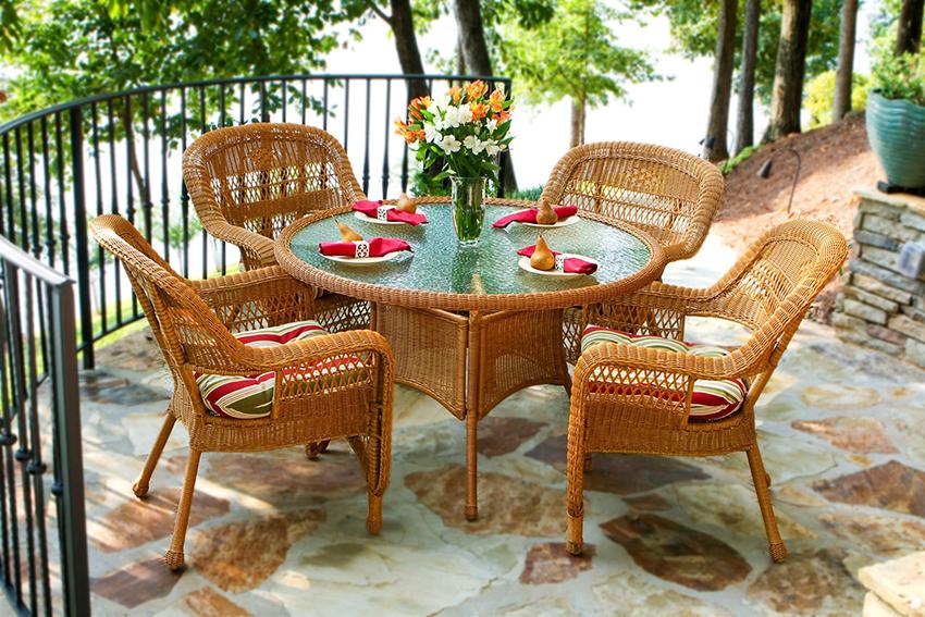 Садовая мебель из синтетического ротанга не боится солнечных лучей
